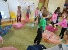 Parasole - zabawy taneczne w grupie