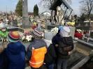 Wyjście na cmentarz  -
