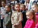 Adoracja dzieci przy Bożym Grobie